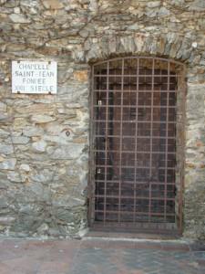 entrée Chapelle Saint Jean à la Garde Freinet